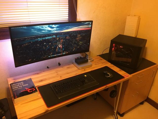 PC_Desk_UltlaWideMonitor11_52.jpg