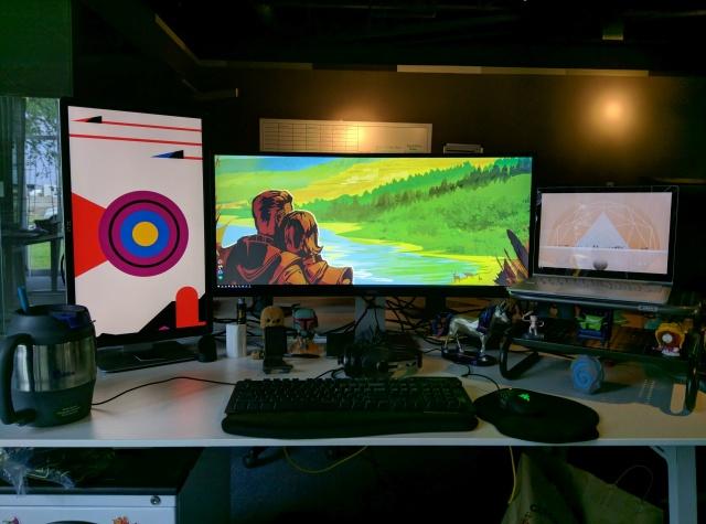 PC_Desk_UltlaWideMonitor11_75.jpg