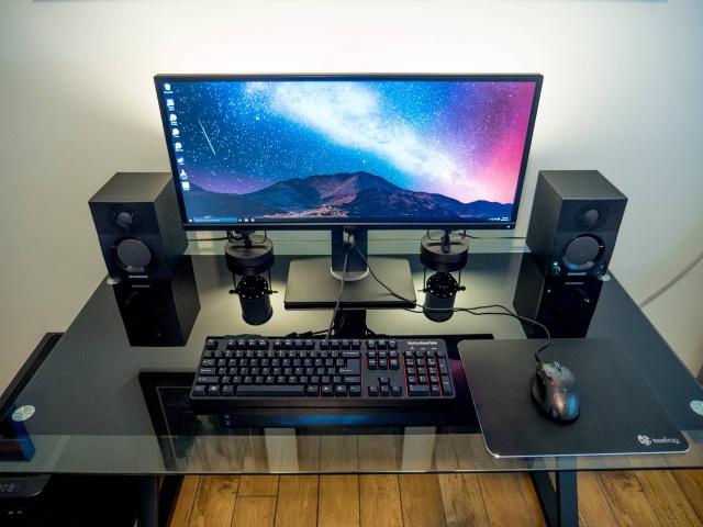 PC_Desk_UltlaWideMonitor11_77.jpg