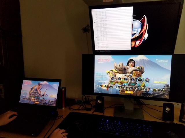 PC_Desk_UltlaWideMonitor11_83.jpg