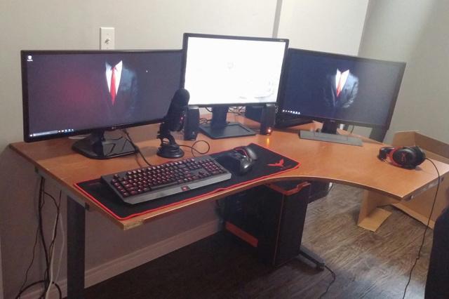 PC_Desk_UltlaWideMonitor12_13.jpg