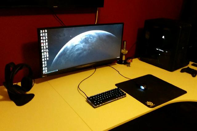 PC_Desk_UltlaWideMonitor12_15.jpg