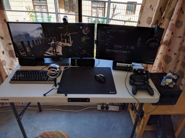 PC_Desk_UltlaWideMonitor12_17.jpg