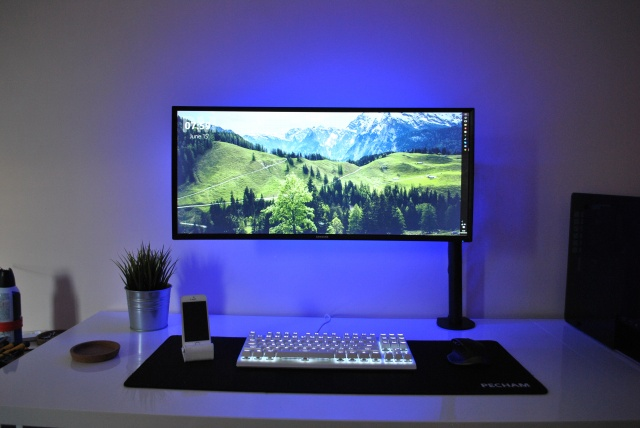 PC_Desk_UltlaWideMonitor12_18.jpg