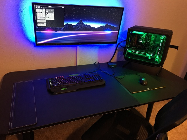 PC_Desk_UltlaWideMonitor12_24.jpg