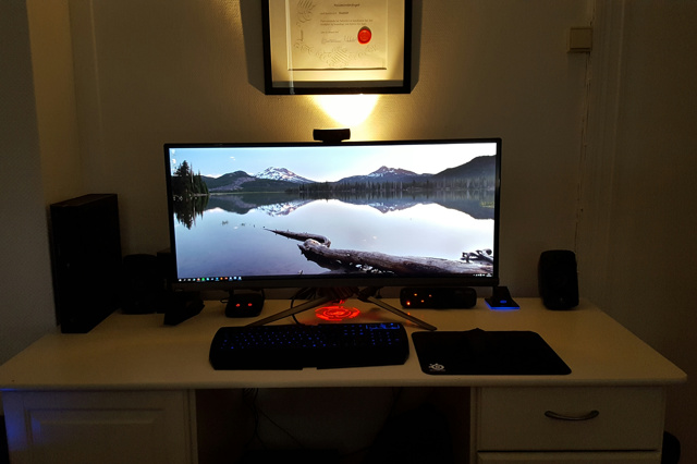 PC_Desk_UltlaWideMonitor12_29.jpg