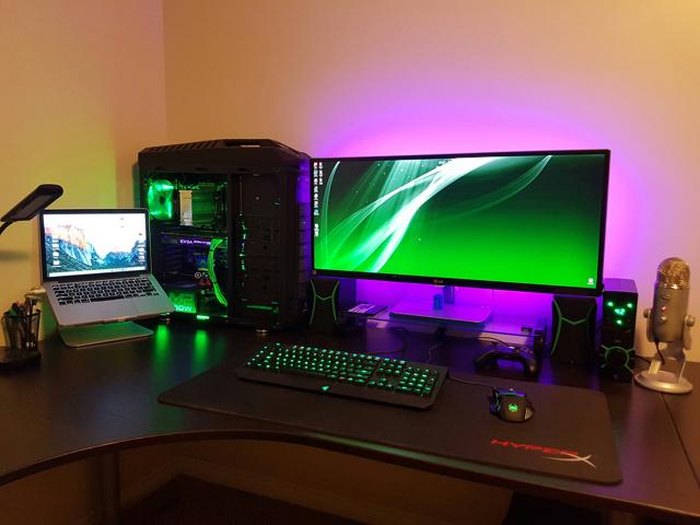 PC_Desk_UltlaWideMonitor12_33.jpg