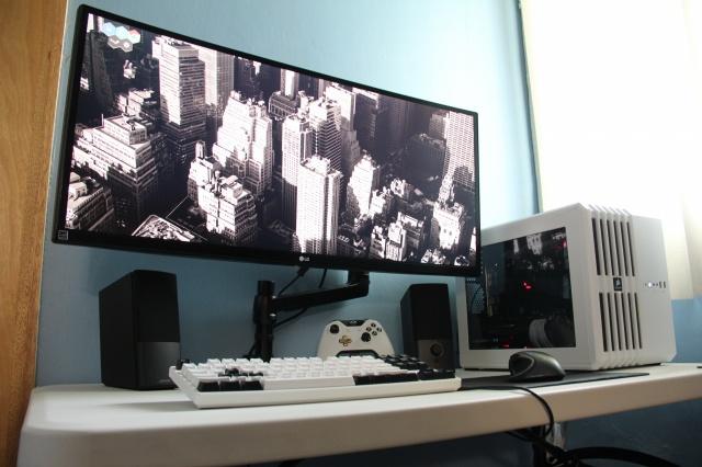 PC_Desk_UltlaWideMonitor12_35.jpg