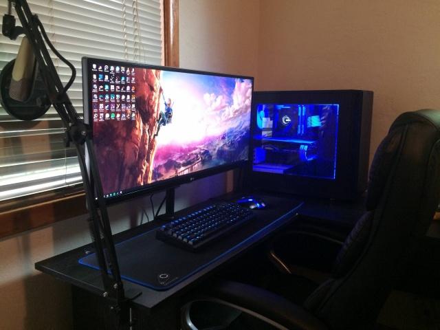PC_Desk_UltlaWideMonitor12_37.jpg