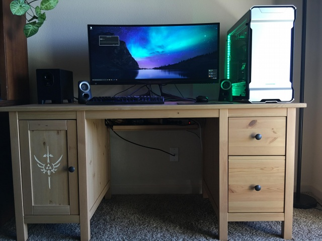 PC_Desk_UltlaWideMonitor12_39.jpg