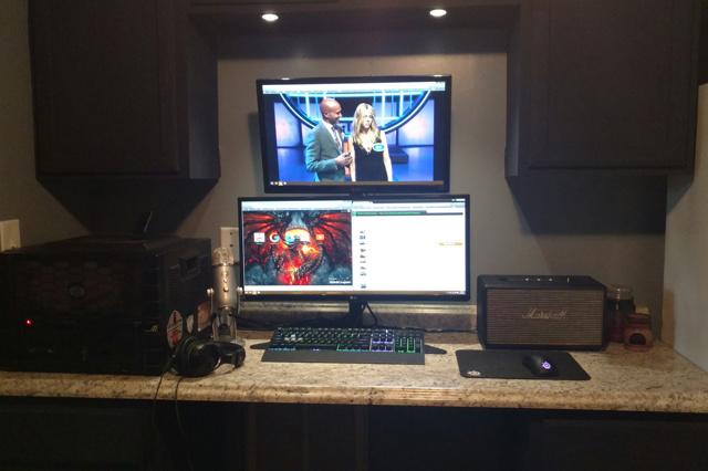 PC_Desk_UltlaWideMonitor12_44.jpg