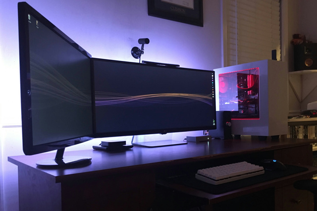PC_Desk_UltlaWideMonitor12_46.jpg