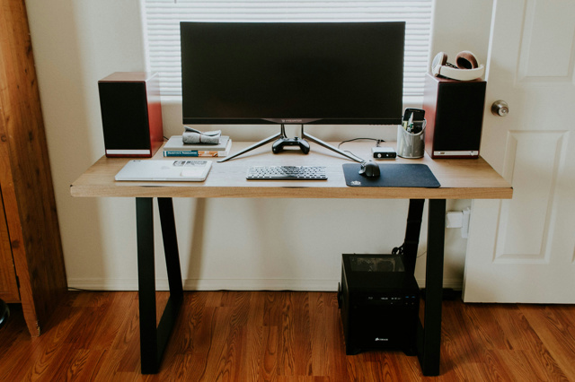 PC_Desk_UltlaWideMonitor12_55.jpg