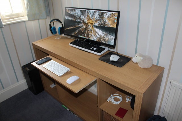 PC_Desk_UltlaWideMonitor12_76.jpg