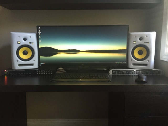 PC_Desk_UltlaWideMonitor12_88.jpg