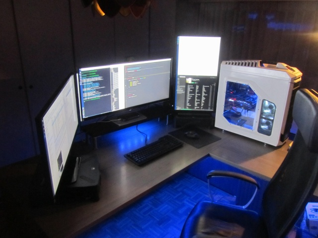 PC_Desk_UltlaWideMonitor12_90.jpg