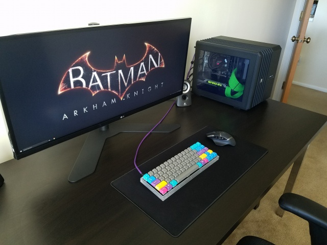 PC_Desk_UltlaWideMonitor12_92.jpg