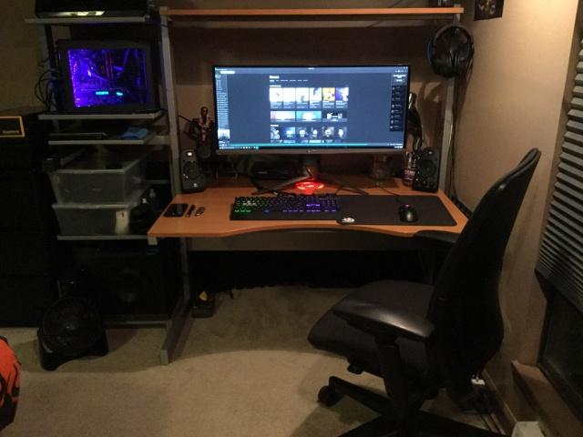PC_Desk_UltlaWideMonitor12_98.jpg