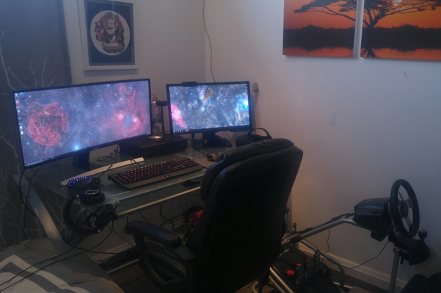 PC_Desk_UltlaWideMonitor13_06.jpg