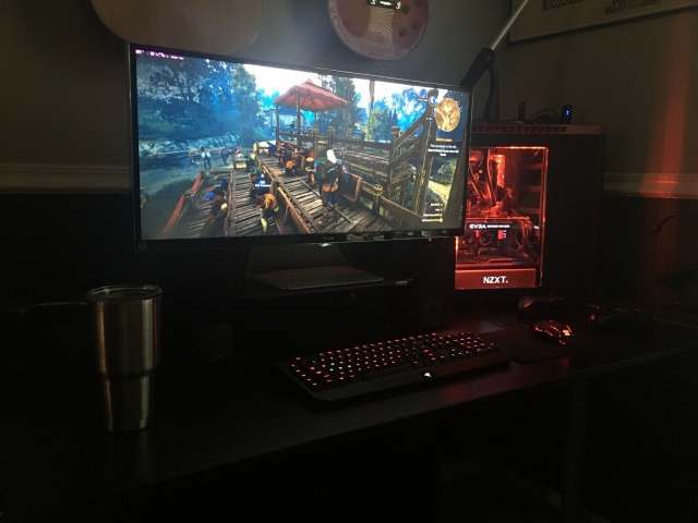 PC_Desk_UltlaWideMonitor13_22.jpg