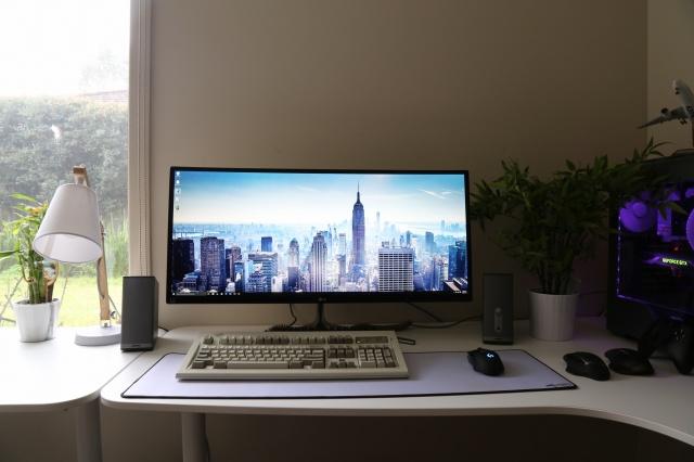 PC_Desk_UltlaWideMonitor13_33.jpg
