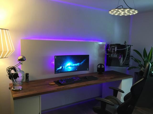 PC_Desk_UltlaWideMonitor13_53.jpg