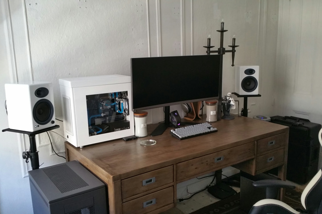 PC_Desk_UltlaWideMonitor13_61.jpg