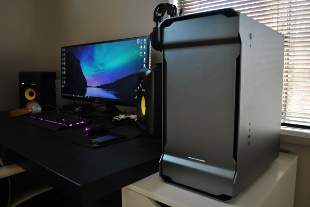 PC_Desk_UltlaWideMonitor13_63b.jpg