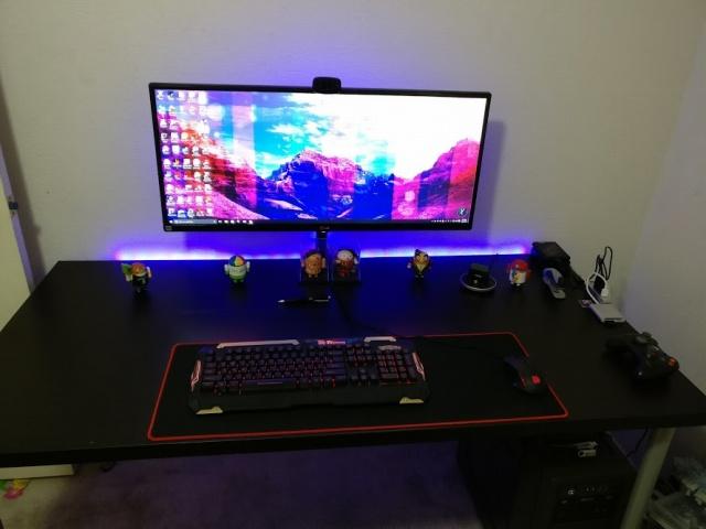 PC_Desk_UltlaWideMonitor13_64.jpg
