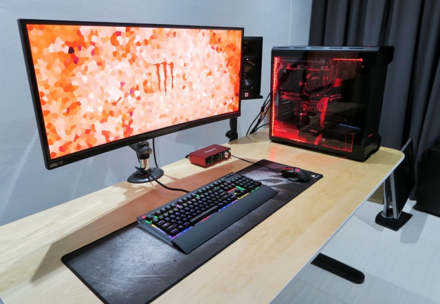 PC_Desk_UltlaWideMonitor13_84.jpg