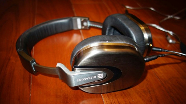 Rewrite_Headphones_05.jpg