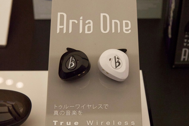 True_Wireless_EarPhones_04.jpg