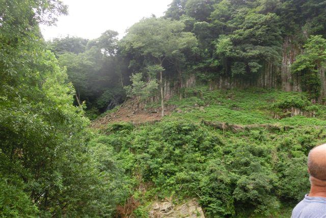 猿屋の滝には水がゴウゴウト!