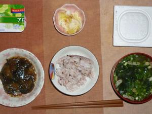 胚芽押麦入り五穀米,納豆,茄子のみぞれ煮,白菜の漬物,油揚げと分葱のおみそ汁,ヨーグルト