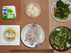胚芽押麦入り五穀米,納豆,ほうれん草とミックスベジタブルのソテー,分葱と油揚げのおみそ汁,白菜の漬物,ヨーグルト