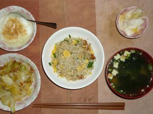 黒胡椒炒飯,キャベツと大豆肉の炒め物,白菜の漬物,長ネギとワカメのおみそ汁,甜菜糖入りヨーグルト