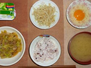 胚芽押麦入り五穀米,卵,キャベツと大豆肉の煮物,もやしのわさび醤油和え,ワカメのおみそ汁,ヨーグルト