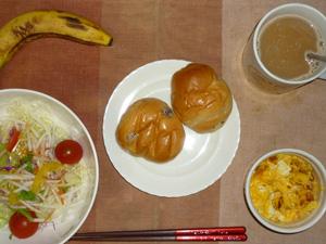 レーズンバターロール×2,サラダ(キャベツ、レタス、大根、トマト)昆布出汁・オリーブオイル,フライドオニオン・チーズ入りスクランブルエッグ(S),バナナ(S),コーヒー