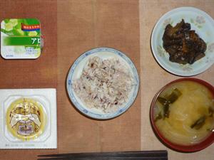 胚芽押麦入り五穀米,納豆,茄子の肉味噌炒め,玉葱のおみそ汁,ヨーグルト