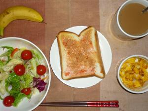 イチゴジャムトースト,サラダ(キャベツ、レタス、トマト)青紫蘇・オリーブオイル,フライドオニオン入りスクランブルエッグ,バナナ,コーヒー