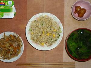 黒胡椒炒飯,肉野菜炒め,鶏の唐揚げ,ワカメとほうれん草のおみそ汁,ヨーグルト