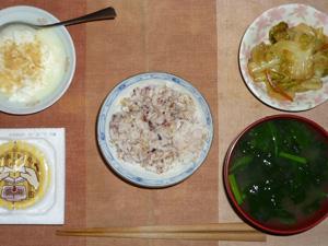 胚芽押麦入り五穀米,納豆,キャベツのにんにく醤油炒め,ほうれん草のおみそ汁,甜菜糖入りヨーグルト