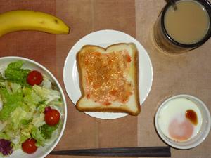 イチゴジャムトースト,サラダ(キャベツ、レタス、プチトマト)青紫蘇・オリーブオイル,目玉焼き,バナナ,コーヒー