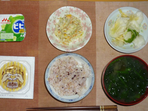 胚芽押麦入り五穀米,納豆,コールスロー,白菜の漬物,ほうれん草とワカメのおみそ汁,ヨーグルト