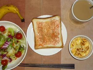 イチゴジャムトースト,サラダ(キャベツ、レタス、玉葱、トマト)おろし醤油・オリーブオイル,フライドオニオン入りスクランブルエッグ,バナナ,コーヒー