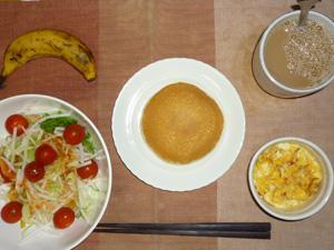 パンケーキ(チーズクリーム),サラダ(キャベツ、大根、レタス、トマト)おろし醤油・オリーブオイル,フライドオニオン入りスクランブルエッグ,バナナ,コーヒー