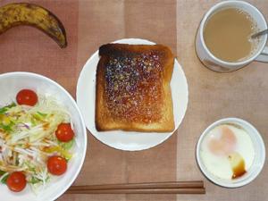 イチゴジャムトースト,サラダ(キャベツ、レタス、大根、トマト)おろし醤油・オリーブオイル,目玉焼き,バナナ,コーヒー