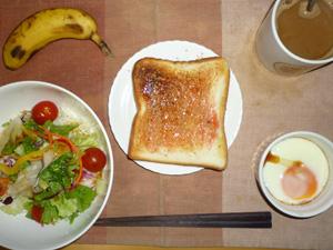 イチゴジャムトースト,サラダ(キャベツ、レタス、人参、トマト)おろし醤油・オリーブオイル,目玉焼き,バナナ,コーヒー