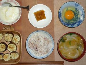 胚芽押麦入り五穀米,卵,茄子のオーブン焼き,カボチャの煮物,ほうれん草と玉葱のおみそ汁,オリゴ糖入りヨーグルト
