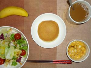 パンケーキ(チーズクリーム),サラダ(キャベツ、レタス、トマト)おろし醤油・オリーブオイル,フライドオニオン入りスクランブルエッグ,バナナ,コーヒー